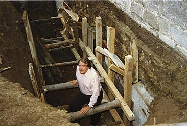 Dekan Eisenberg an der Baustelle.