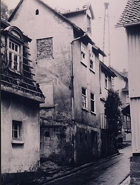 Das Spritzenhaus gegenüber der Kirche.